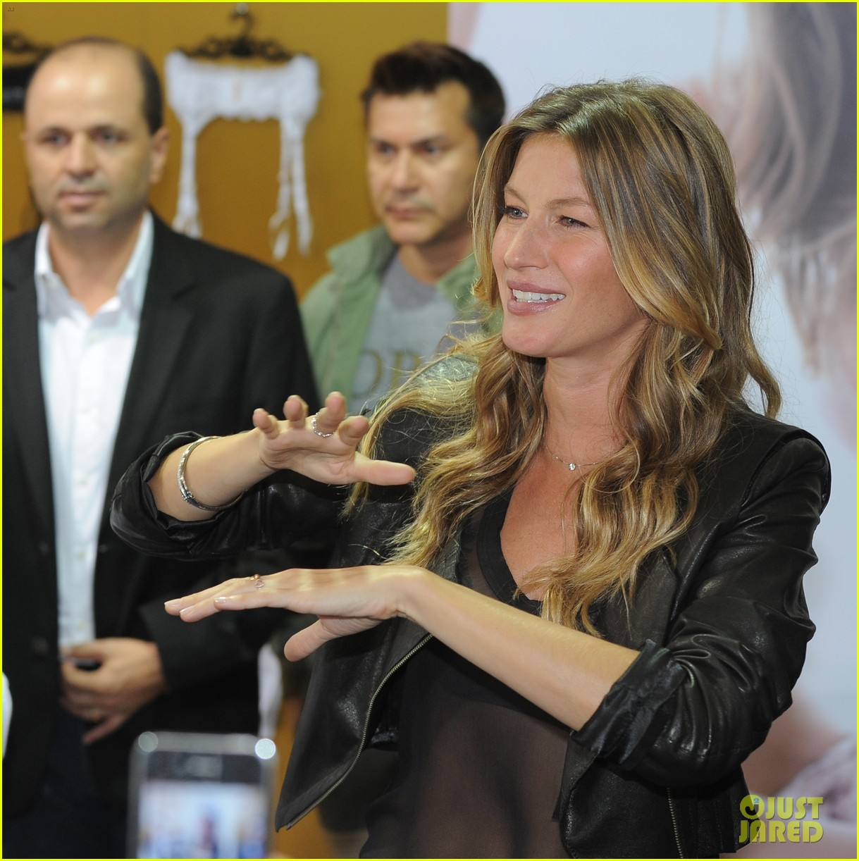 gisele bundchen launches her new lingerie line in brazil 03