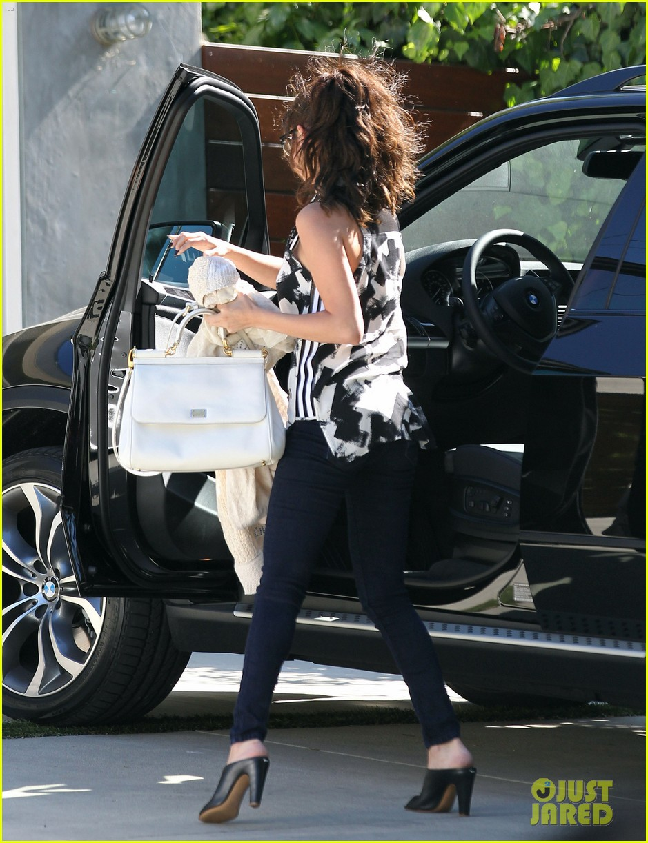selena gomez grabs starbucks before visiting a friend 052892011