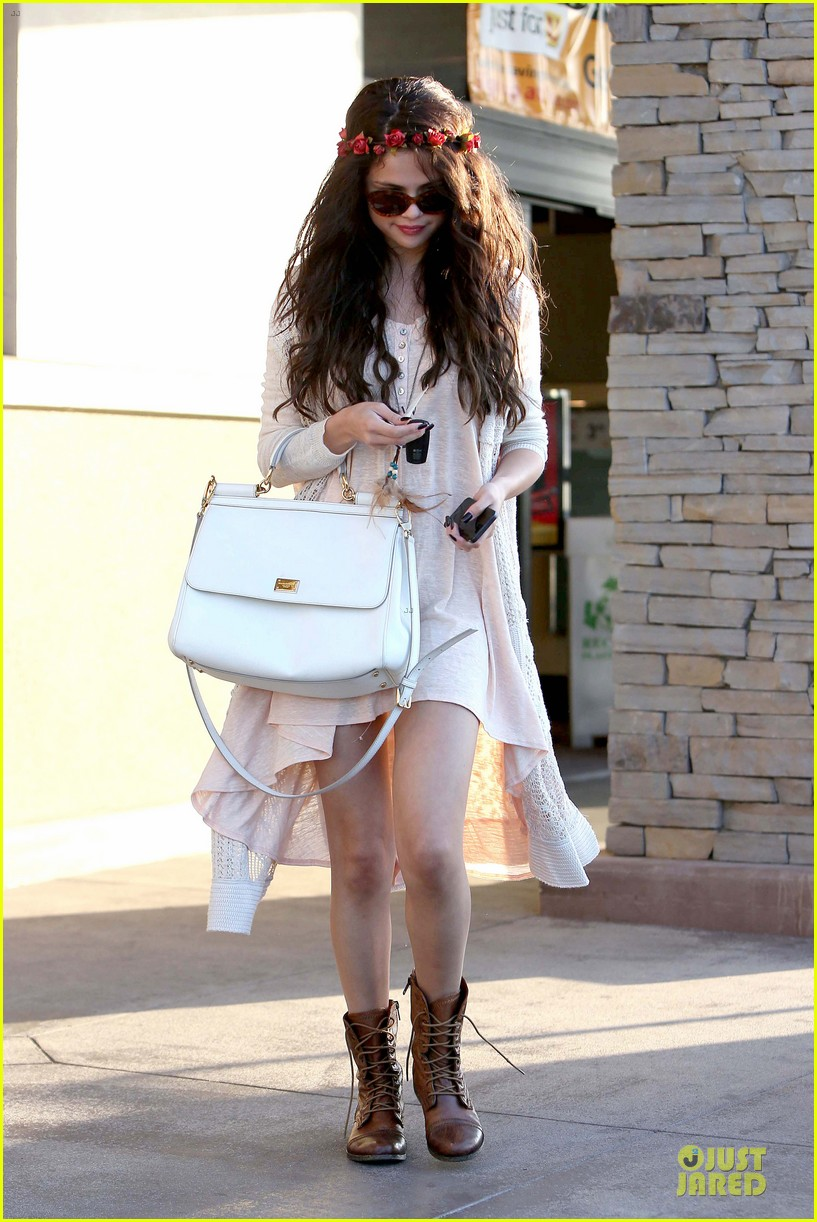 selena gomez im grateful for well wishes to baby sister gracie 012891643