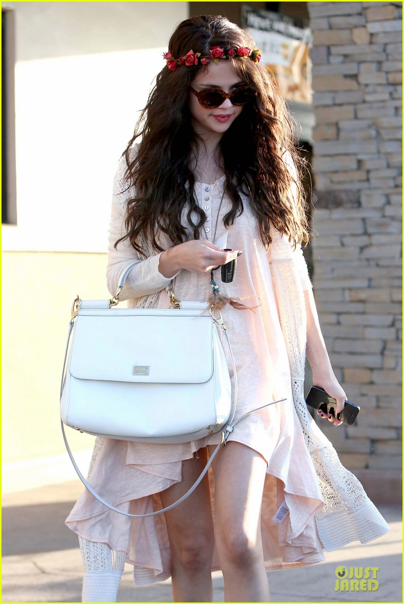 selena gomez im grateful for well wishes to baby sister gracie 022891644