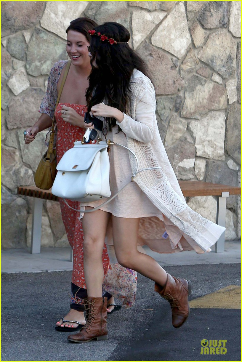 selena gomez im grateful for well wishes to baby sister gracie 032891645