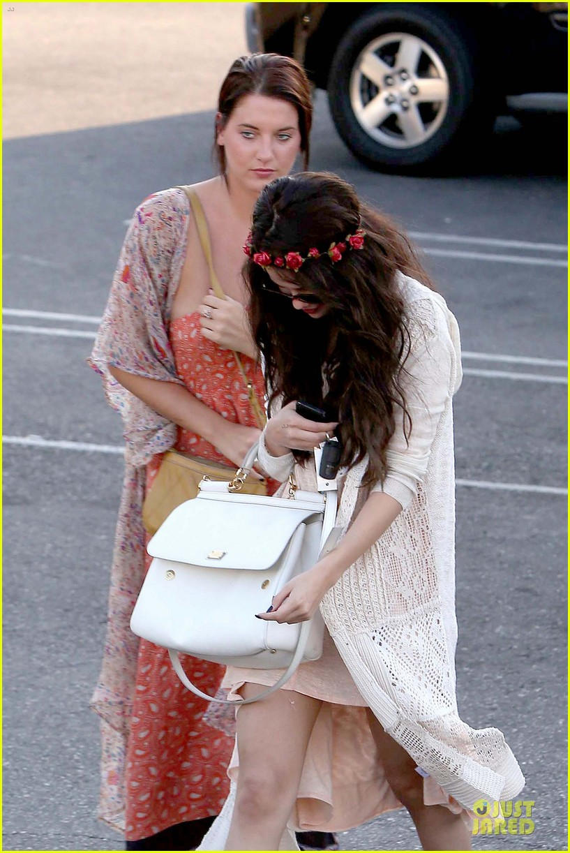 selena gomez im grateful for well wishes to baby sister gracie 062891648