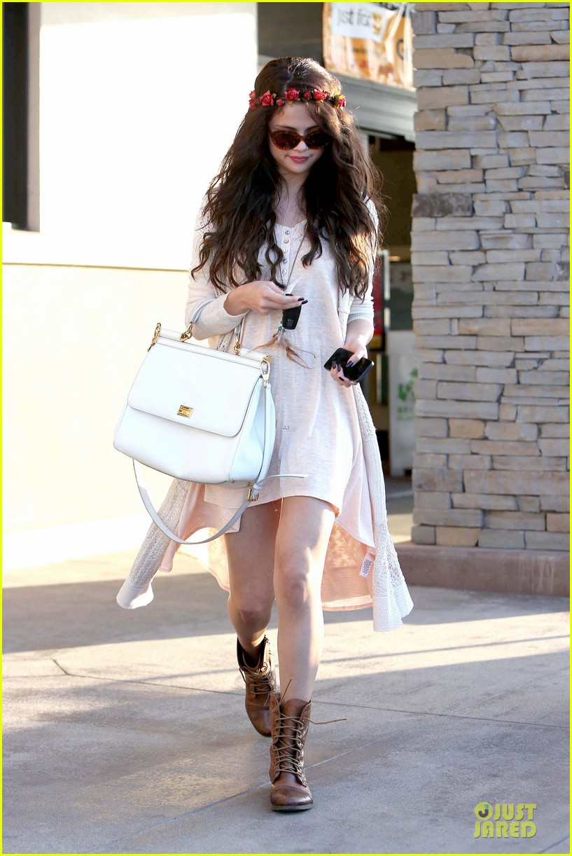 selena gomez im grateful for well wishes to baby sister gracie 072891649