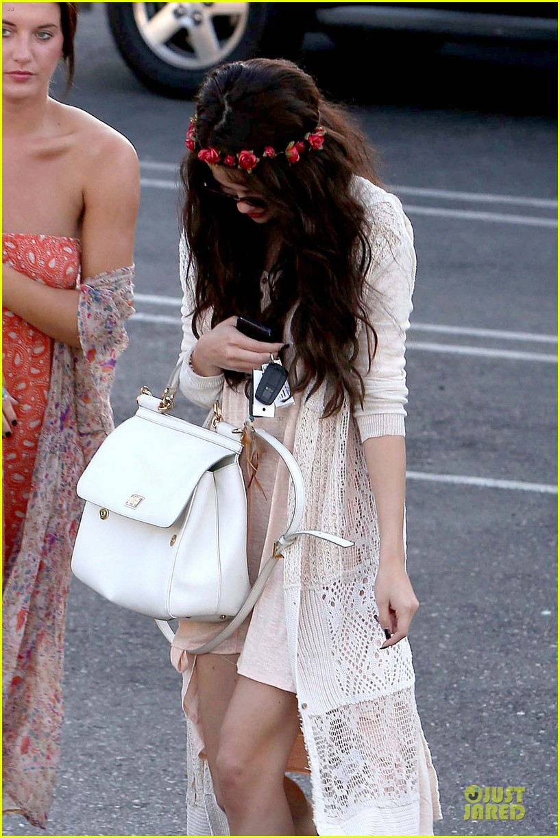 selena gomez im grateful for well wishes to baby sister gracie 092891651
