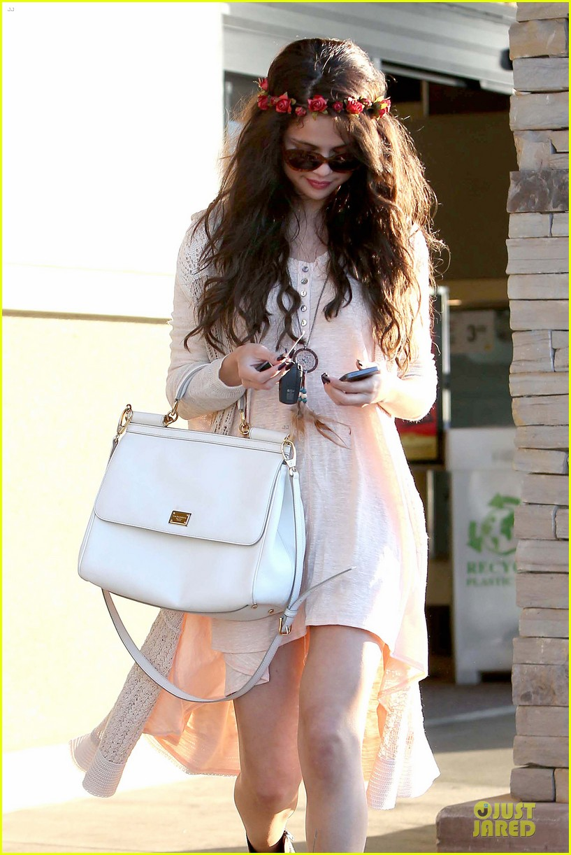 selena gomez im grateful for well wishes to baby sister gracie 102891652