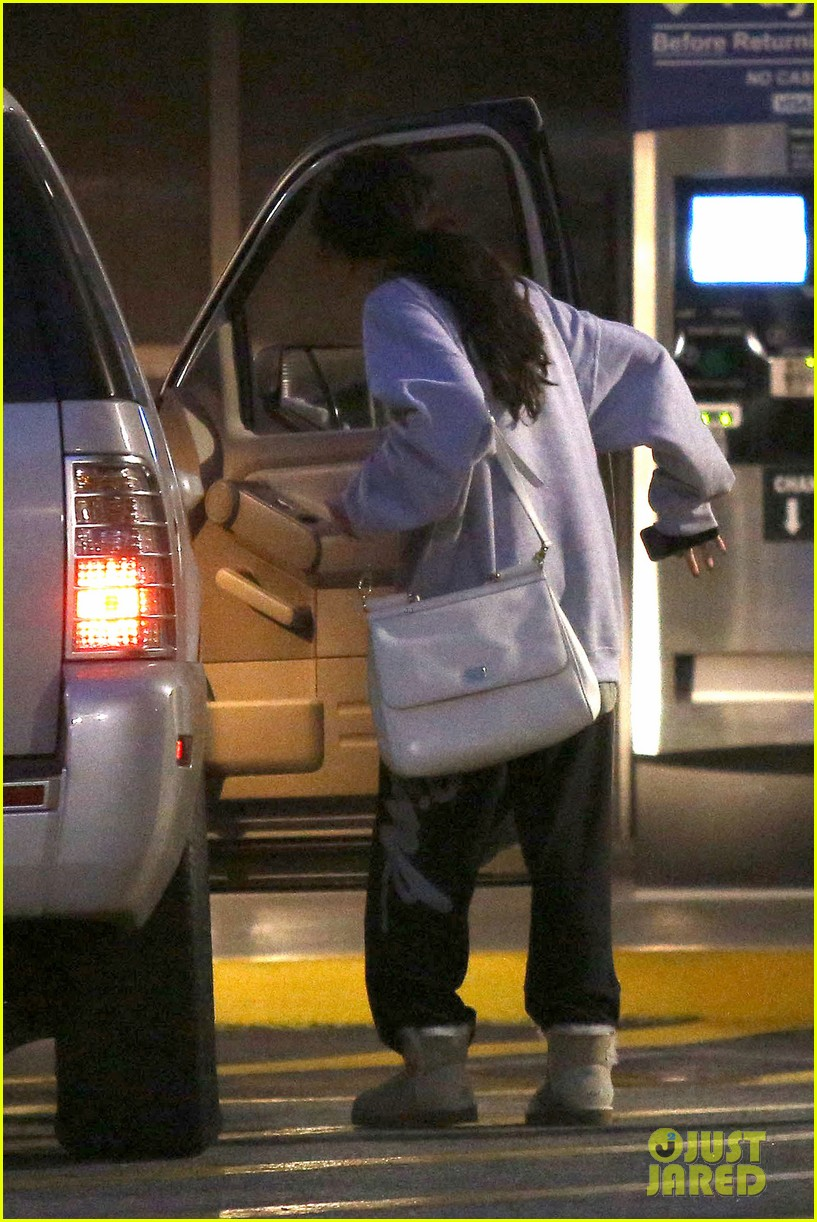 selena gomez visits new baby sister in the hospital 032891070