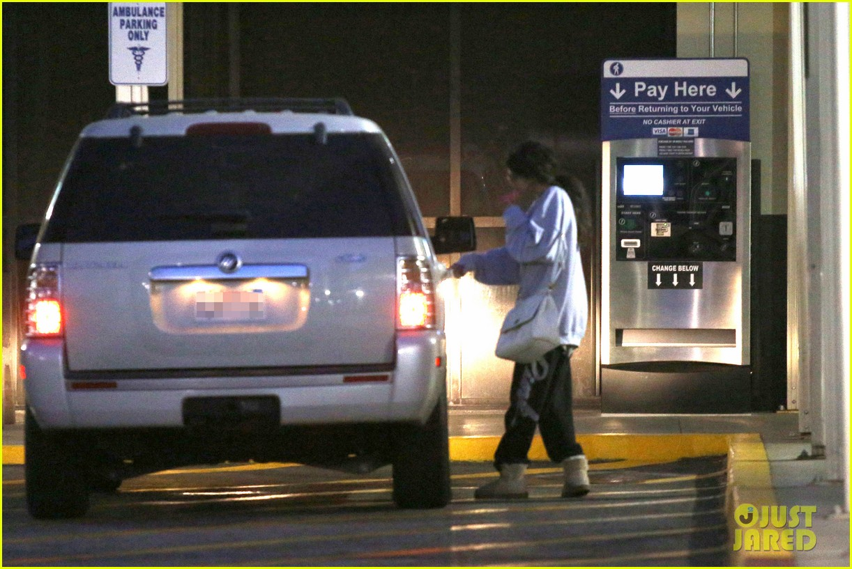 selena gomez visits new baby sister in the hospital 062891073