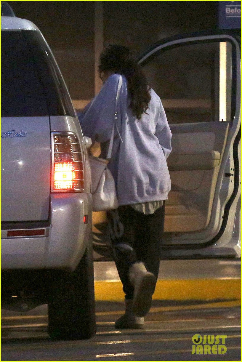 selena gomez visits new baby sister in the hospital 082891075