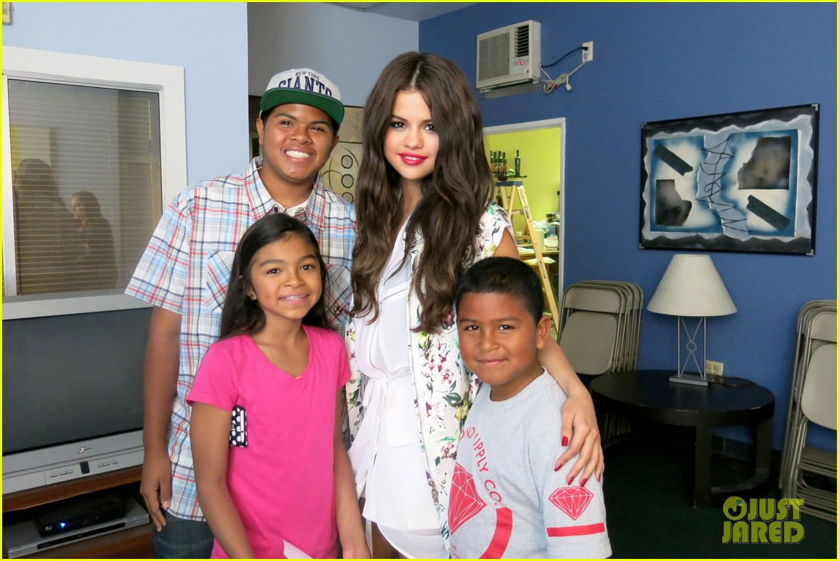 selena gomez disneyland with austin mahone 022899297