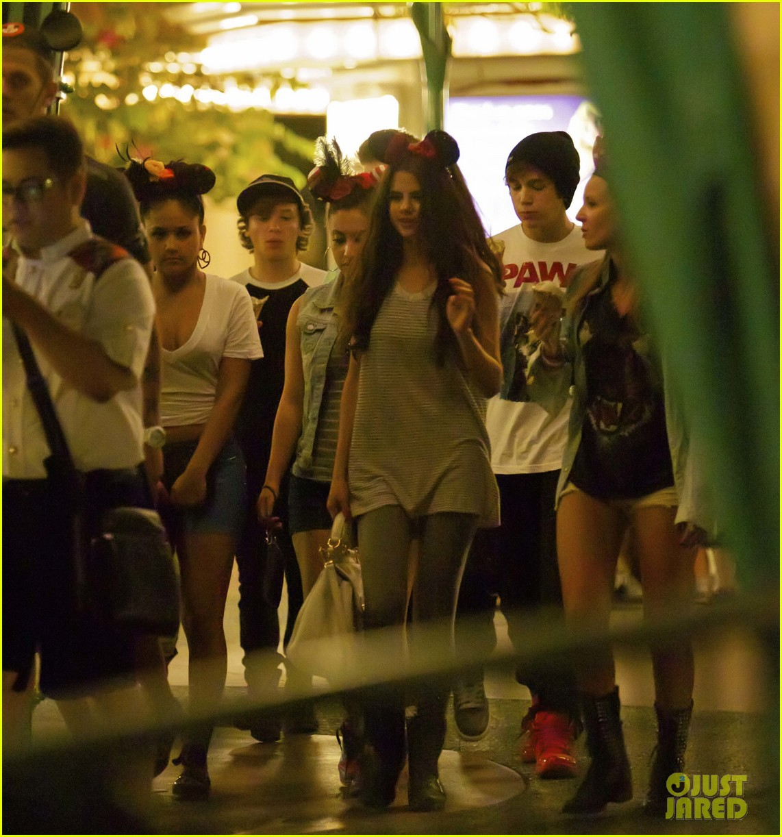 selena gomez disneyland with austin mahone 092899304
