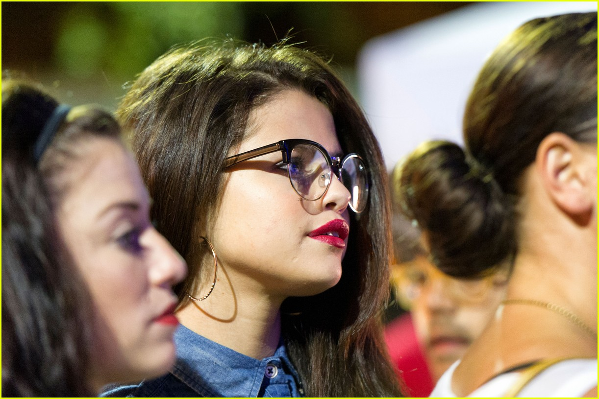 selena gomez supports lgbt community at la pride 022889843