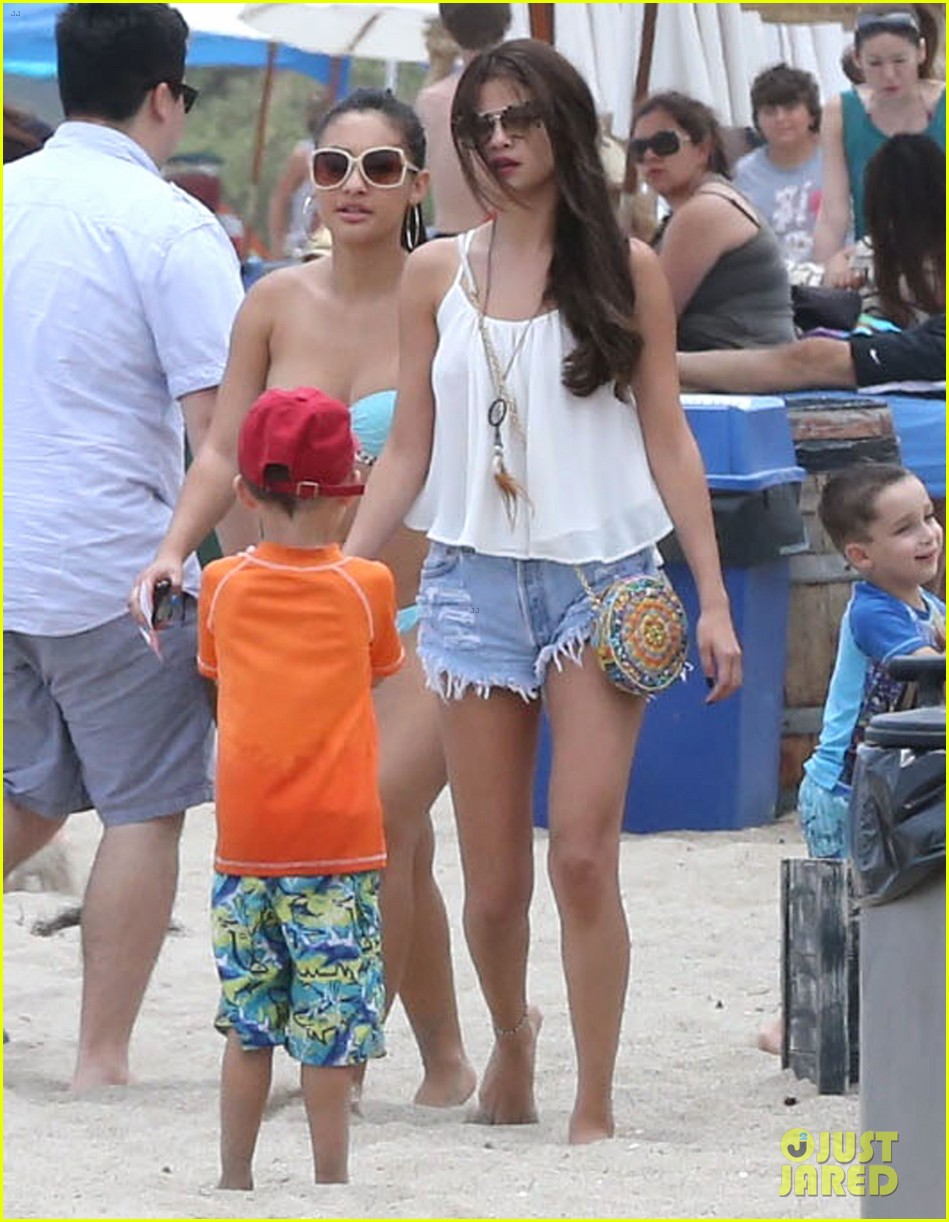 selena gomez francia raisa beach buddies 062897168