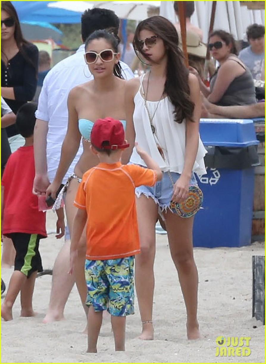 selena gomez francia raisa beach buddies 072897169