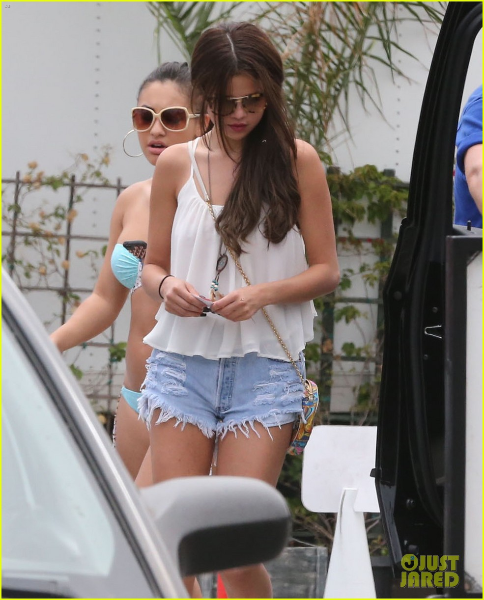 Francia Raisa And Selena Gomez Beach Selena Gomez Francia Raisa