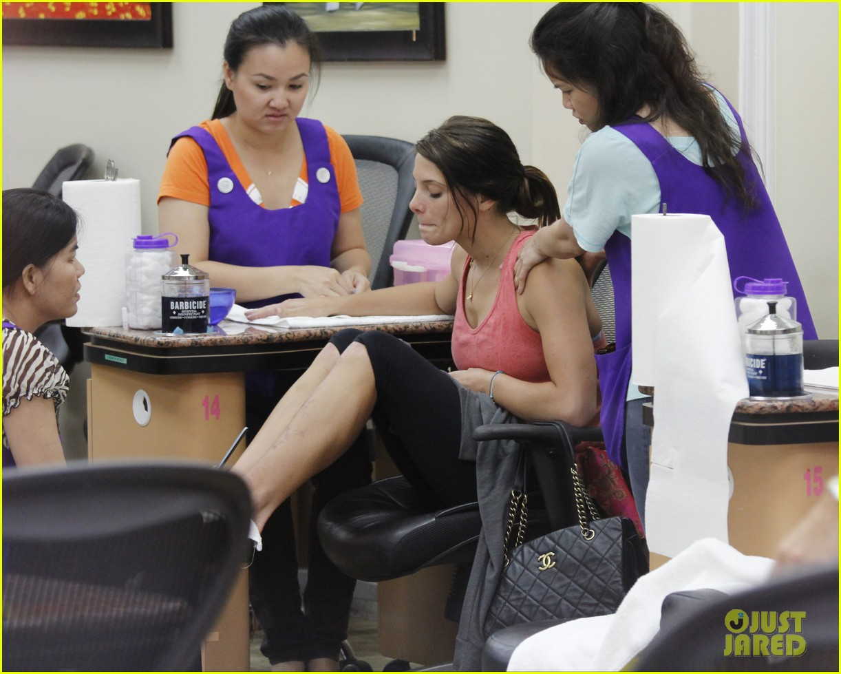 ashley greene nail salon before john mayer concert 052898768
