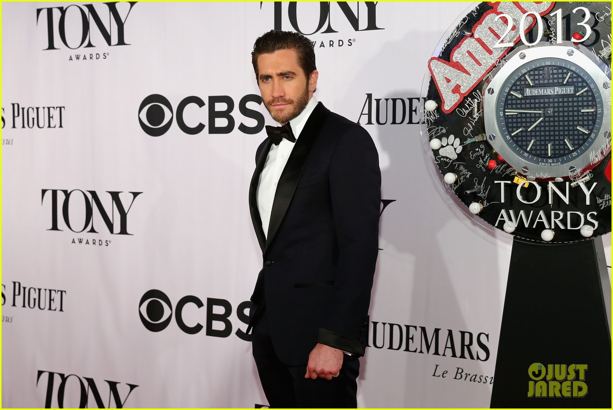 jake gyllenhaal tony awards 2013 red carpet 042887948