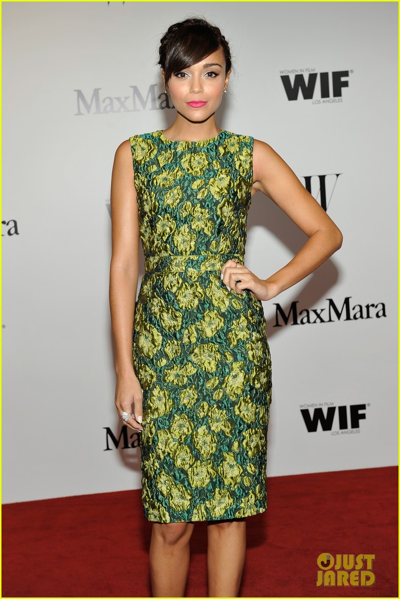 hailee steinfeld max mara cocktail party celebration 072889783