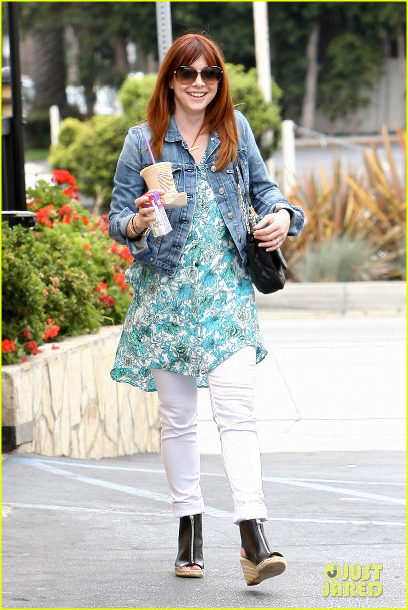alyson hannigan grabs coffee alexis denisof covers bello 022891054