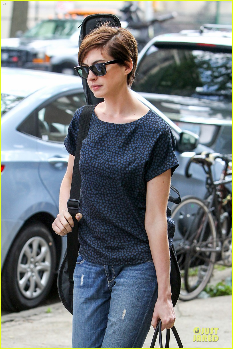anne hathaway guitar carrying gal on song one set 062890150