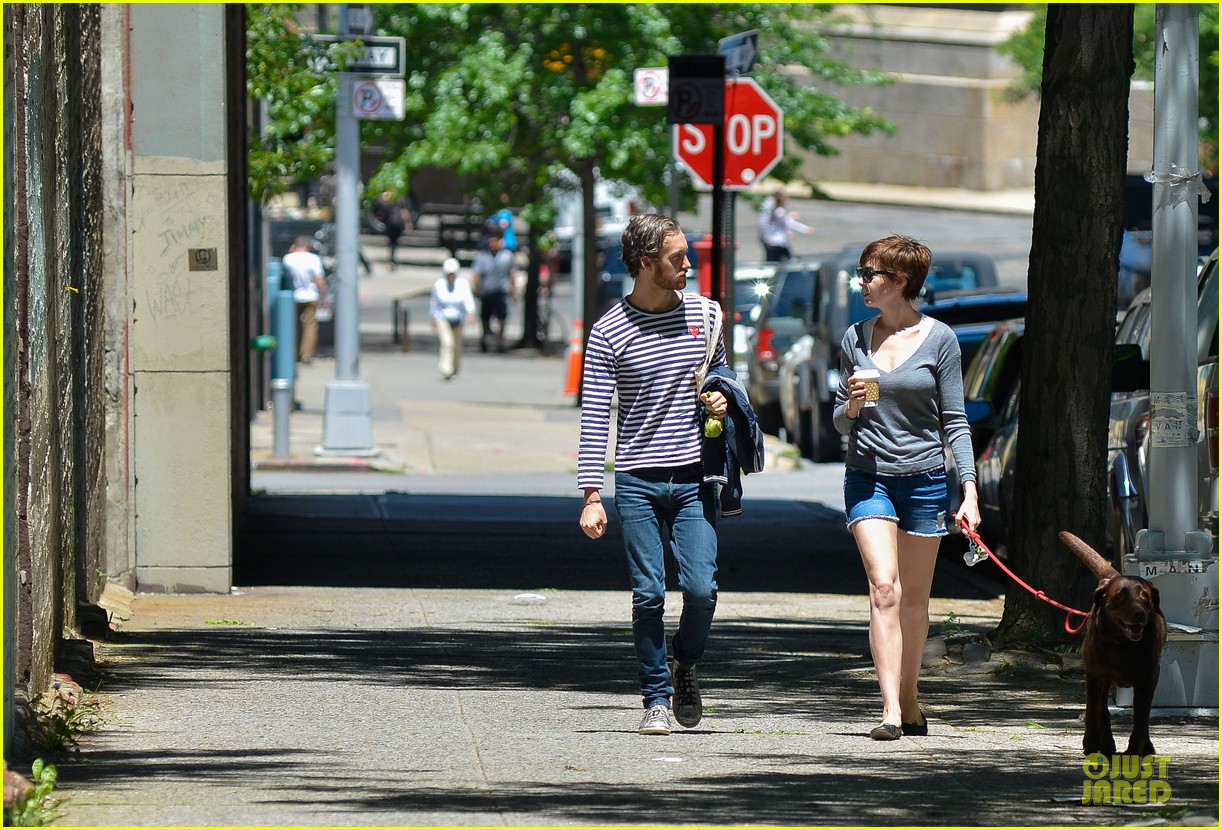 anne hathaway guitar carrying gal on song one set 102890154