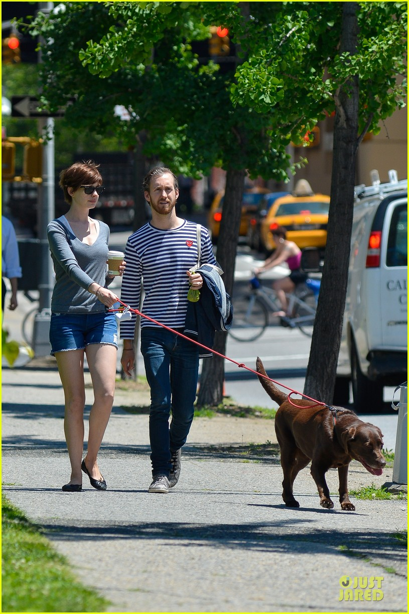 anne hathaway guitar carrying gal on song one set 122890156
