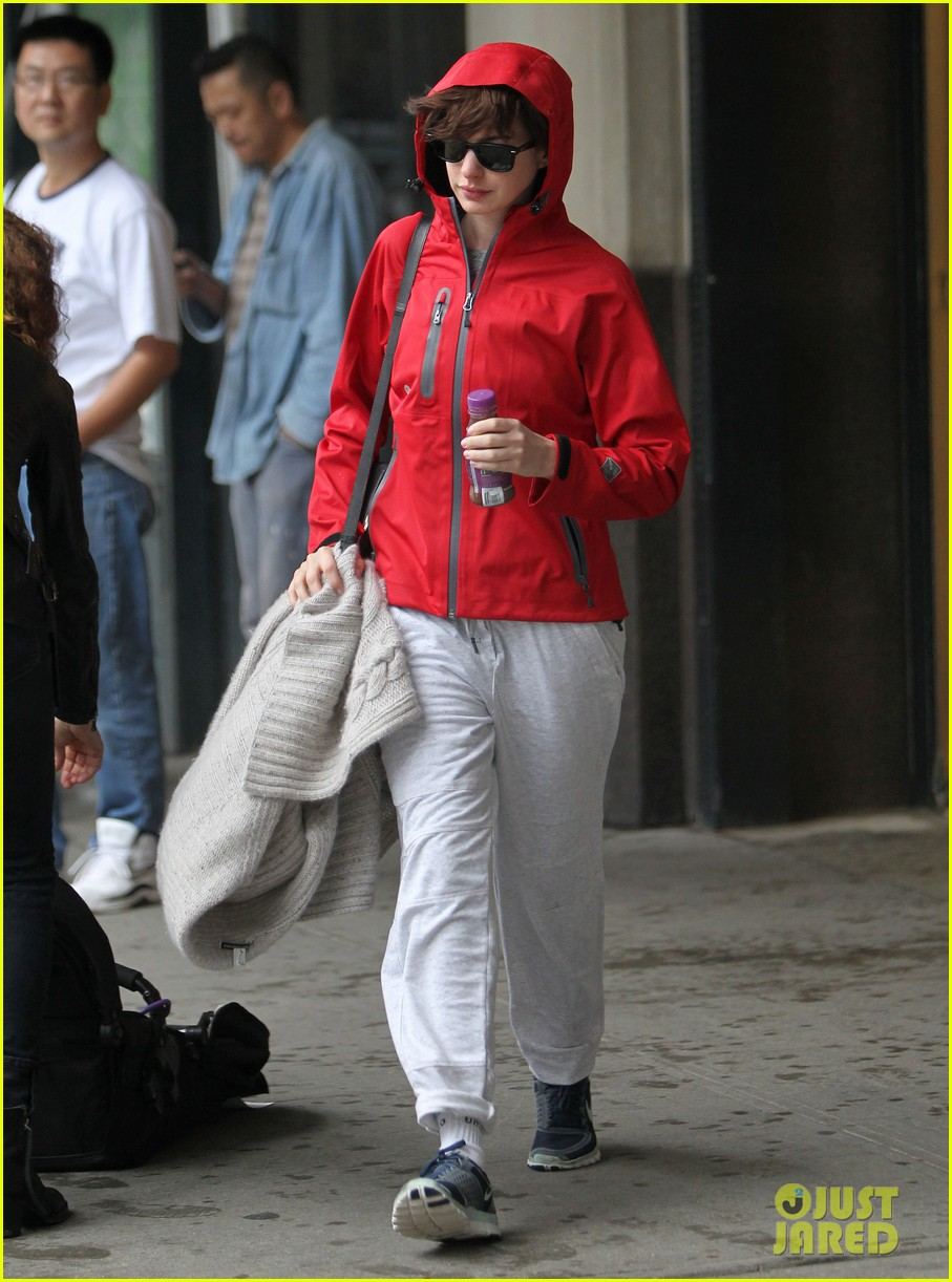 anne hathaway adam shulman rainy friday in new york 122886718
