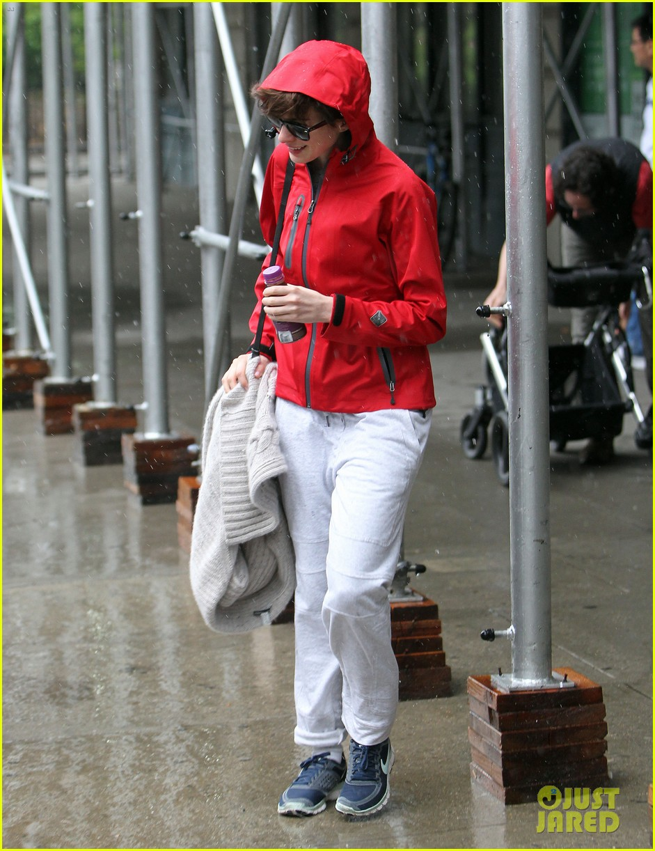 anne hathaway adam shulman rainy friday in new york 132886719