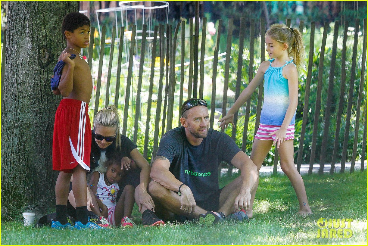 heidi klum martin kirsten take the kids to the park 182897203