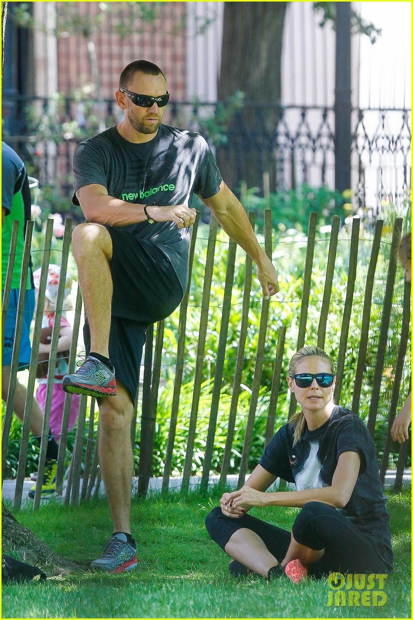 heidi klum martin kirsten take the kids to the park 252897210