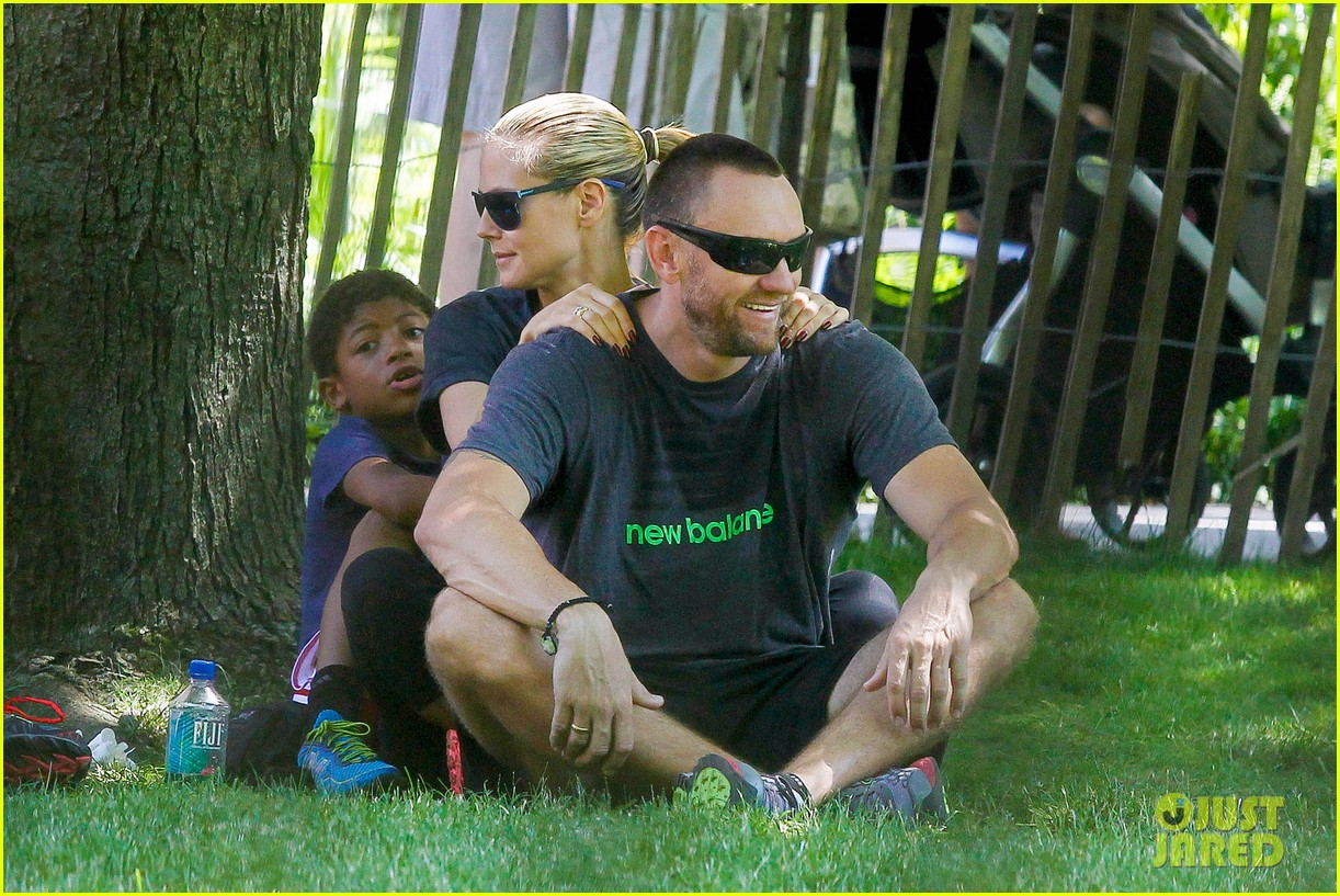 heidi klum martin kirsten take the kids to the park 302897215