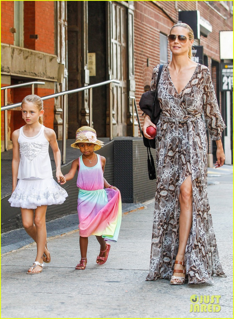 heidi klum martin kirsten take the kids to the park 33