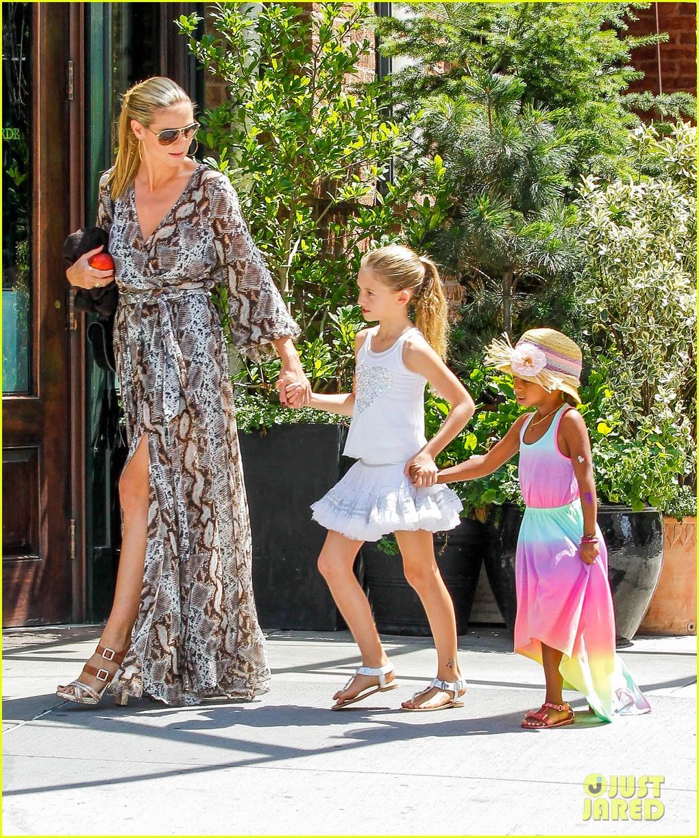heidi klum martin kirsten take the kids to the park 412897226