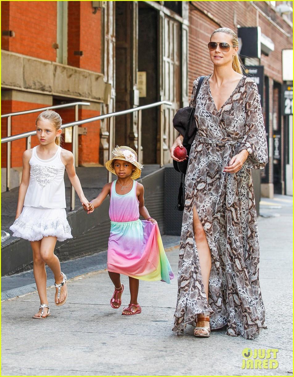 heidi klum martin kirsten take the kids to the park 522897237