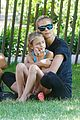 heidi klum martin kirsten take the kids to the park 02