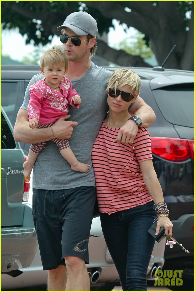 chris hemsworth hugs his family close in malibu 062897458