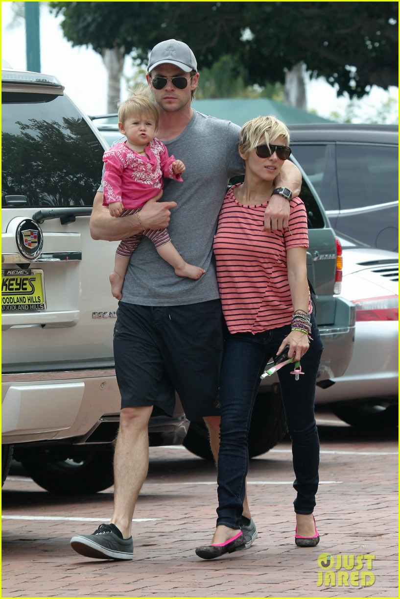 chris hemsworth hugs his family close in malibu 072897459