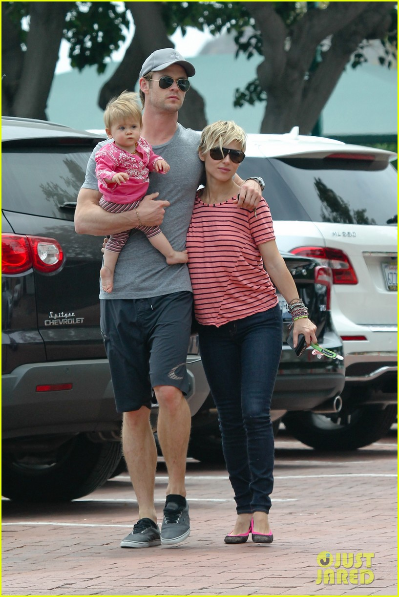 chris hemsworth hugs his family close in malibu 09