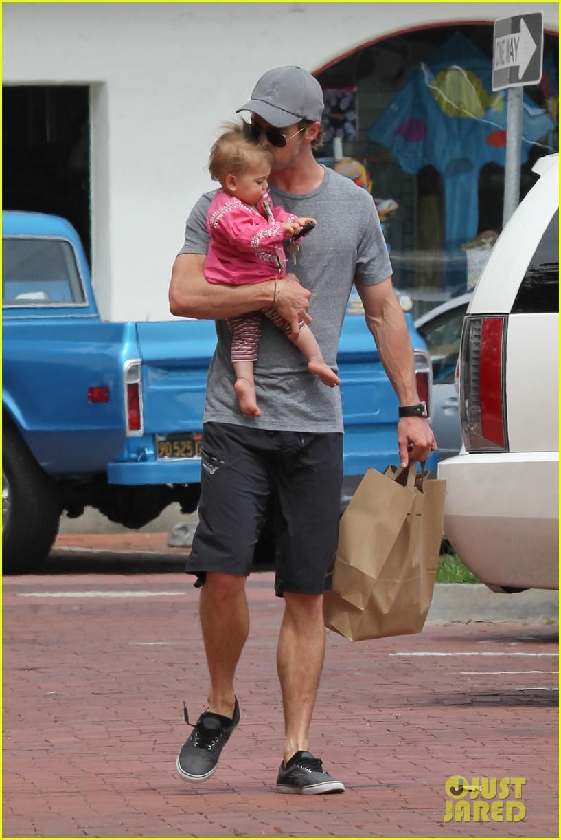 chris hemsworth hugs his family close in malibu 232897475