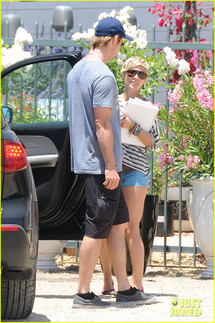 chris hemsworth malibu shopping with elsa pataky india 012896724