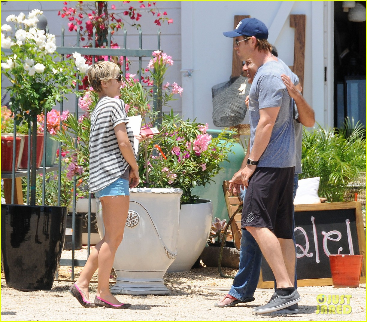chris hemsworth malibu shopping with elsa pataky india 072896730