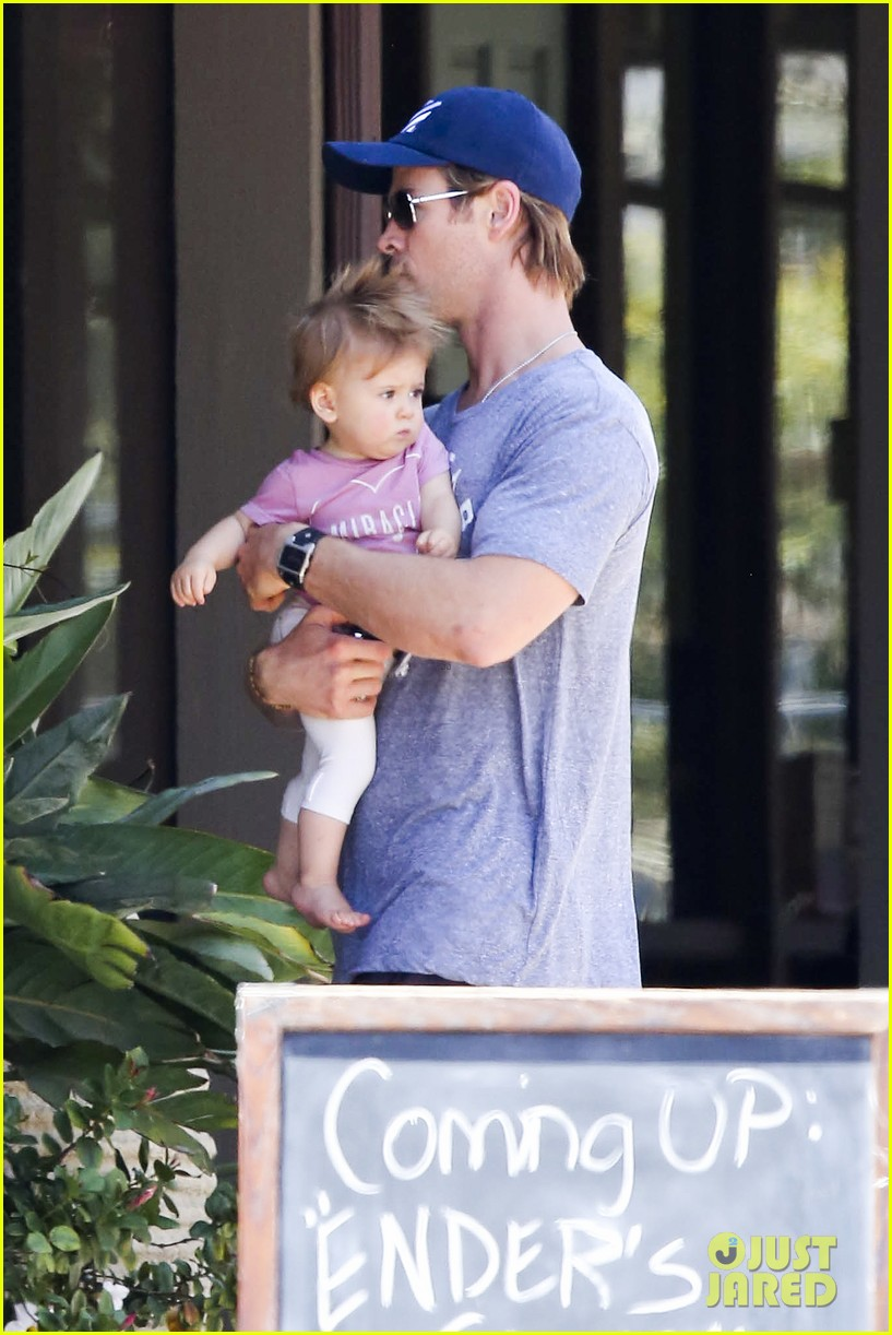 chris hemsworth malibu shopping with elsa pataky india 122896735