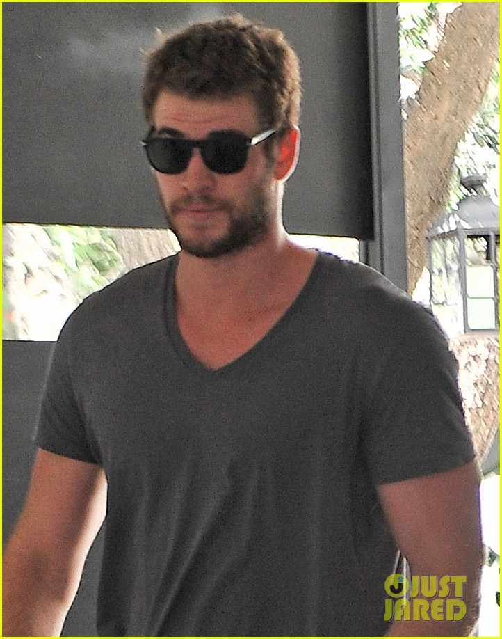 liam hemsworth shirtless in new paranoia trailer video 082885243