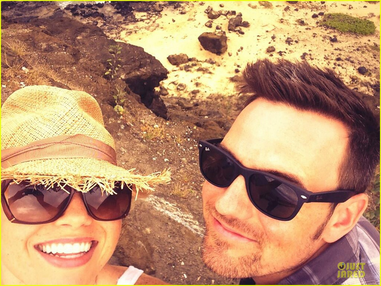 megan hilty cuddling with shirtless brian gallagher in hawaii 052881746