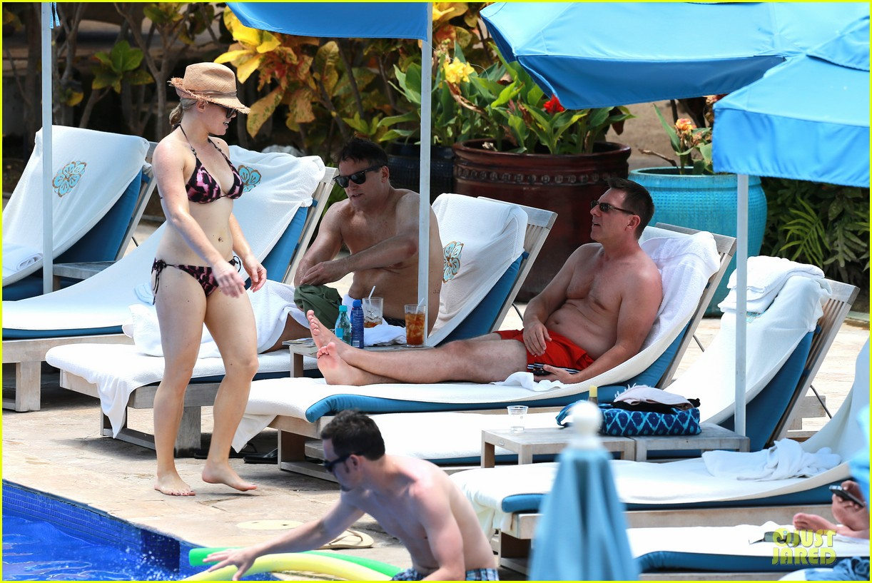 megan hilty cuddling with shirtless brian gallagher in hawaii 112881752