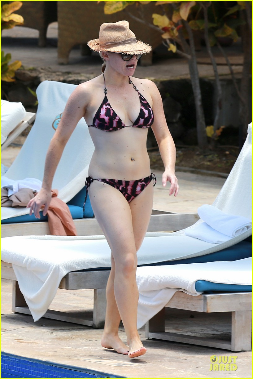 megan hilty cuddling with shirtless brian gallagher in hawaii 142881755