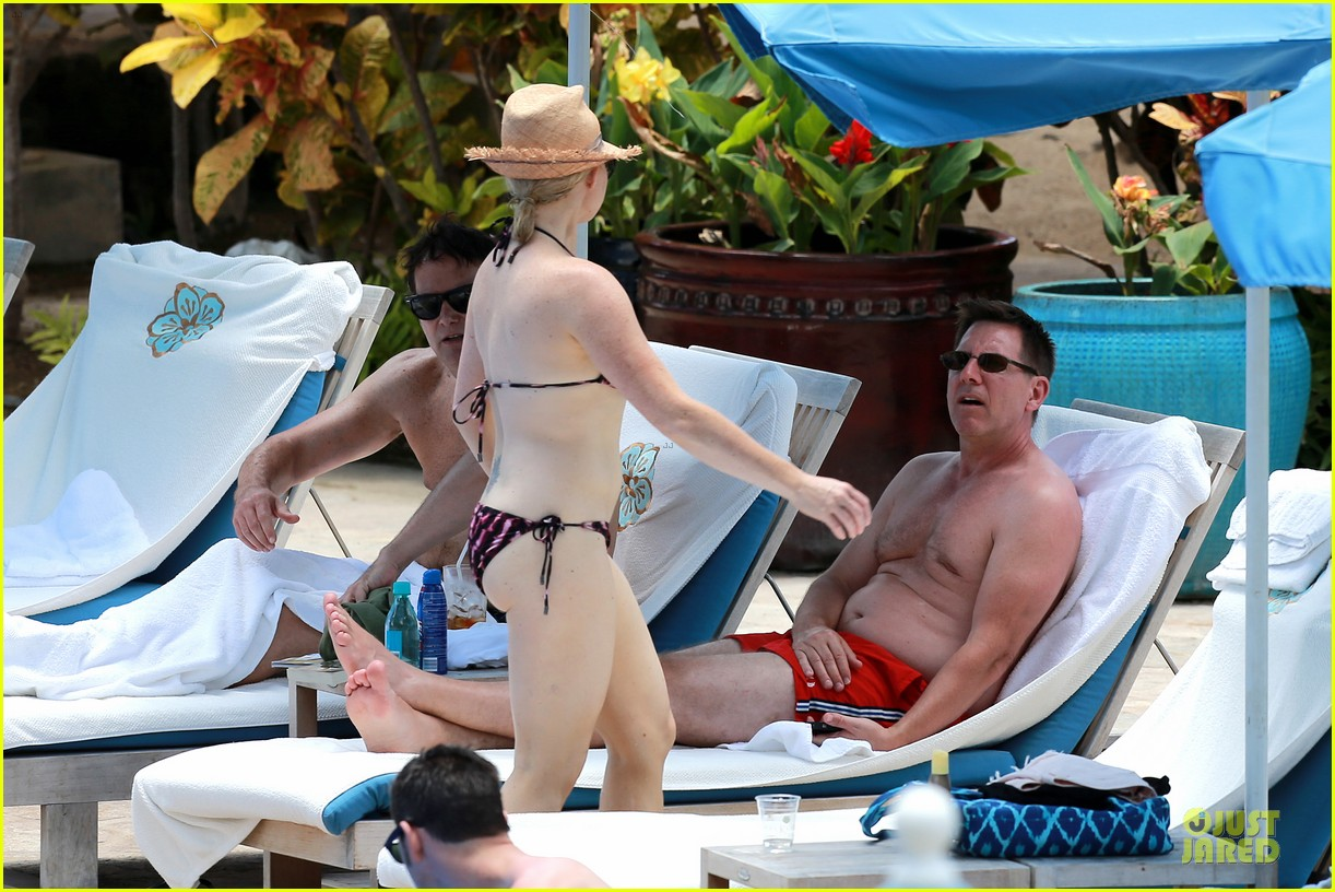 megan hilty cuddling with shirtless brian gallagher in hawaii 202881761