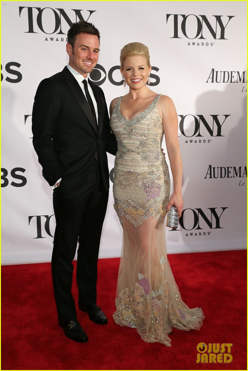 megan hilty laura benanti tony awards 2013 red carpet 01