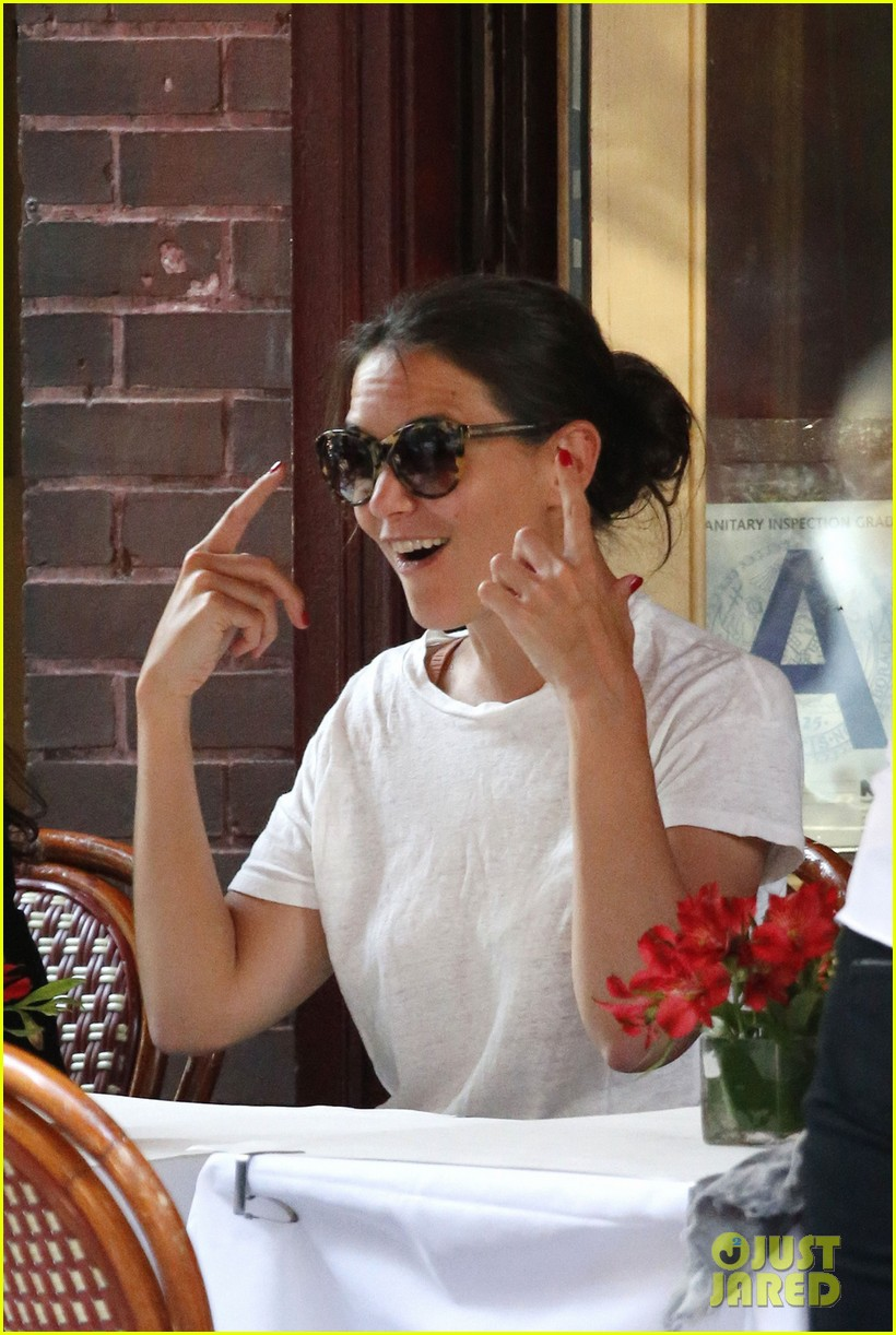 katie holmes lunches and shops on the upper east side 032895128