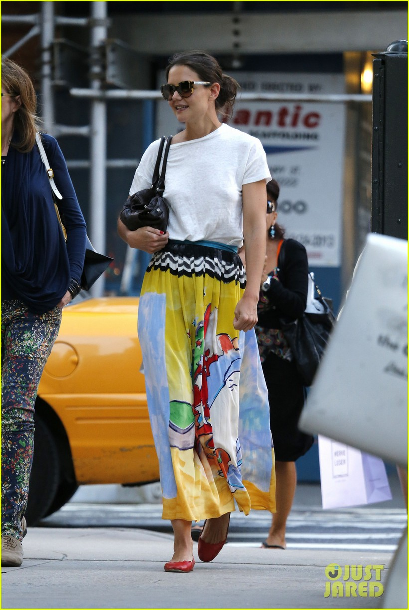 katie holmes lunches and shops on the upper east side 042895129