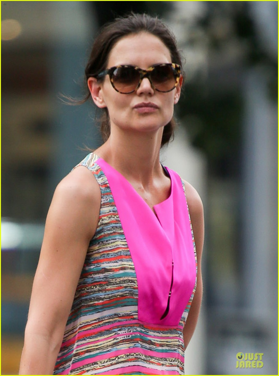 katie holmes summer phone chatter 022899012